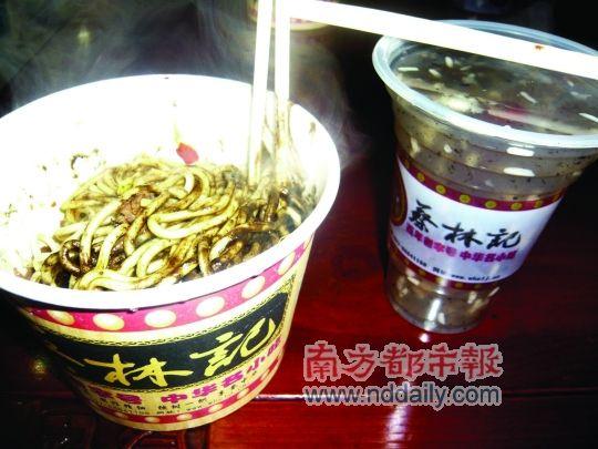 武汉早餐热干面和桂花糊米酒。肖阳 摄