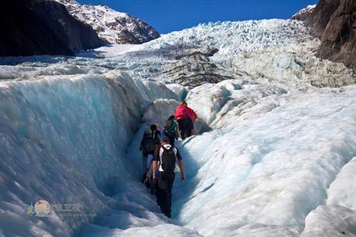 我们就是在这样的状态下在冰川中行走