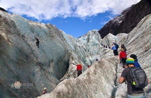 左边的是单独冰川攀沿项目,我们只是路过,没法享受这样的惊险。