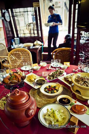 丰盛的南湖船菜 摄影:小林