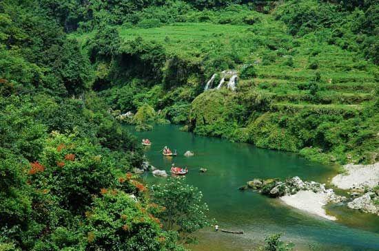 美丽的猛洞河