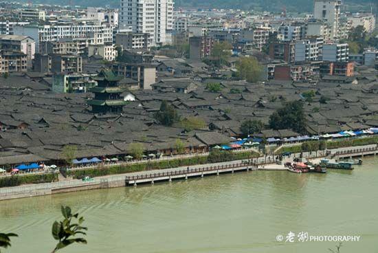 阆中古城与丽江古城建筑风格相似