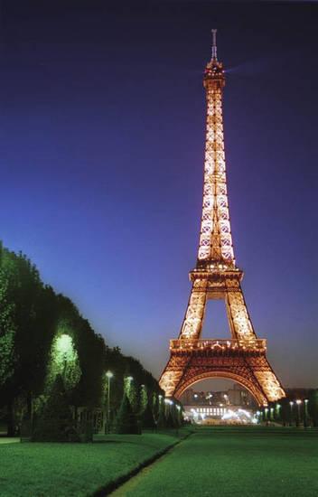 埃菲尔铁塔 法国巴黎的标志(组图)(3)