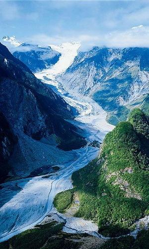冰川中心一片静谧,似乎回到了宇宙的起源