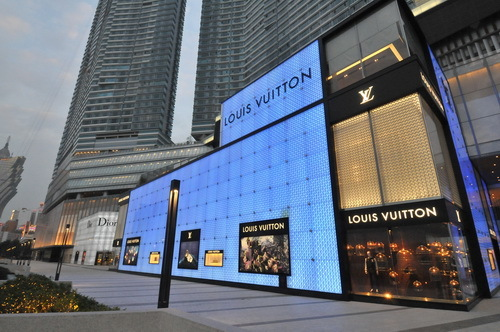 位于壹号广场路易威登店顶层的艺术廊,是一个提供艺术和文化交流的重要平台。