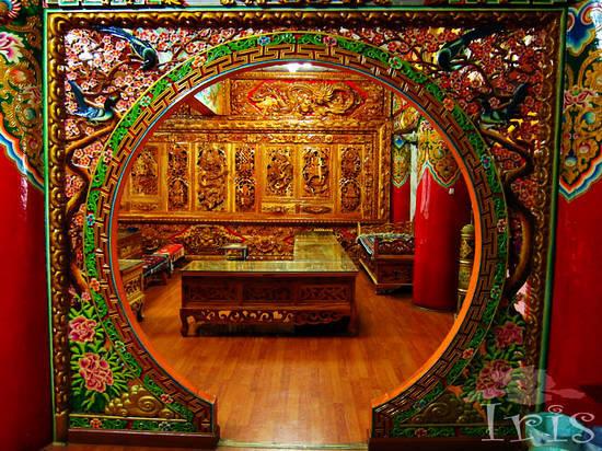金碧辉煌、藏汉结合的民居装饰