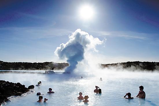 冰岛一处泻湖温泉疗养地