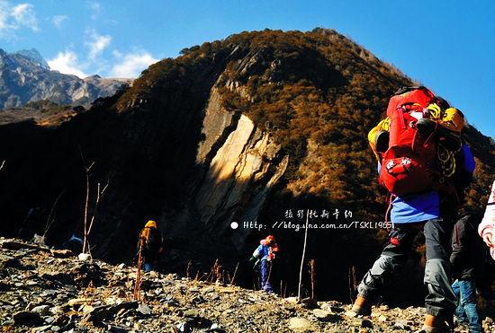 四姑娘山位于四川省阿坝州小金县