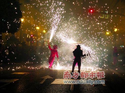 法雅节的最后一天,游行人们的各种装扮