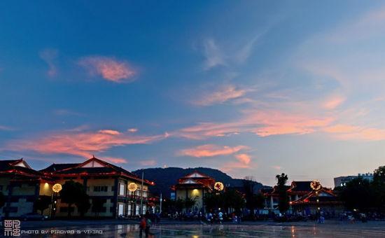 腾冲县城上空美丽的晚霞