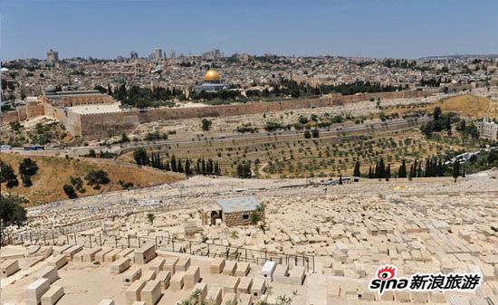 墓地。这里离上帝最近。他们等候着弥赛亚的降临。