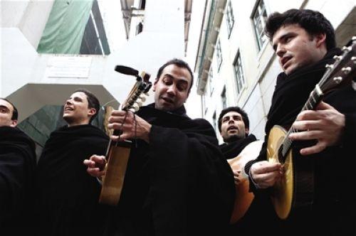音乐学院学生组成的周末街头乐队