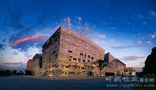 博物馆的外形像一艘船