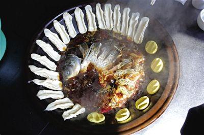 黄骅锅灶鱼,将海鱼与面食相互搭配。农业与渔业、土地与海洋,在这里构成了微妙的平衡。