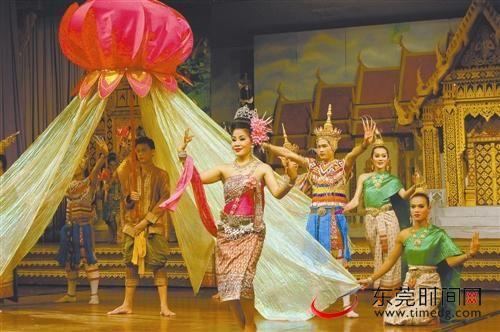 东芭乐园里的泰国文化风情表演