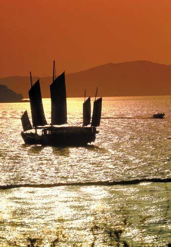 无锡太湖上的帆影