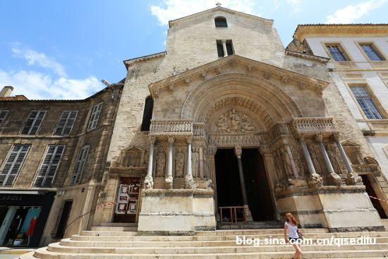 古色古香的圣特罗菲姆教堂