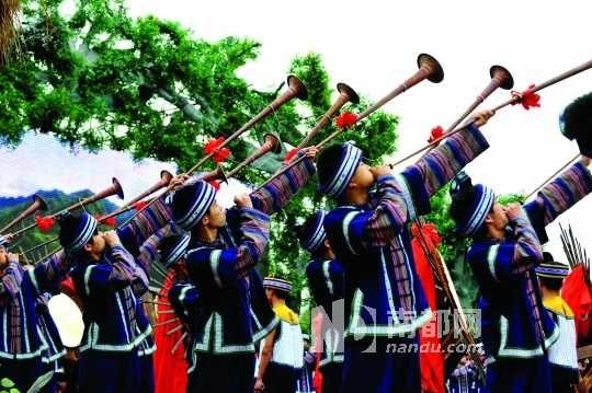 布依族的三月三歌圩保留多种民族传统