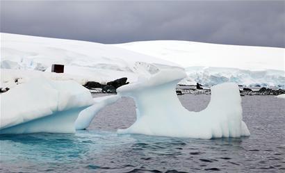 冰川间航行