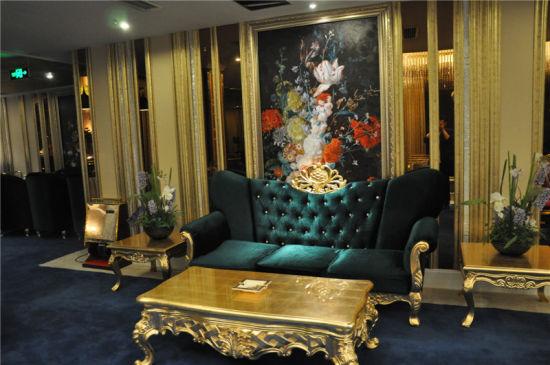 走进酒店,公共区域里风格鲜明的洛可可式家具