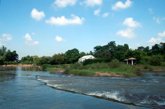 竹泉岛位于距南宁市区20公里的那马镇八尺江边.