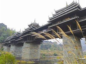 美丽的风雨桥 图片来源:旅游天地