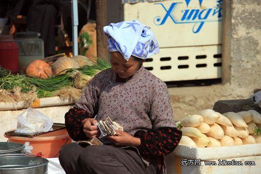 当地少数民族农妇 摄影:东突斯坦