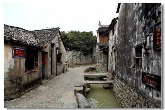 海城关西门-三麓潭-许家山-梁皇山-前童古镇   路程:约60公里   景观