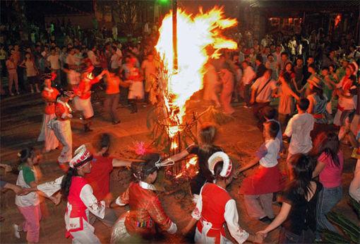 白族火把节-火把节 点燃盛夏狂欢夜