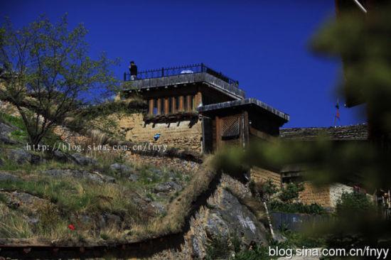 依山而建的民居