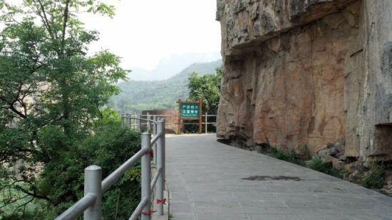 山崖折转,让你期待后面的风景。