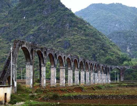 古朴的引水桥 图片来源:老红豆 新浪博客