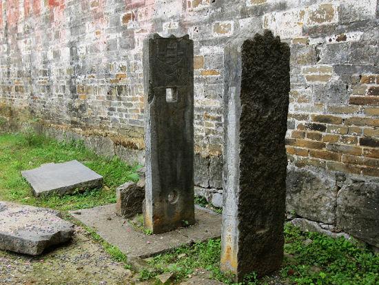 老石碑记载着祖先的荣耀 图片来源:老镇轶闻 新浪博客