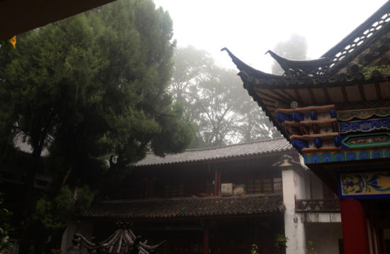 烟雨中的牟尼庵