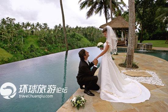 酒店还为新人提供婚礼服务,可选择举办西式婚礼或传统的巴厘岛婚礼