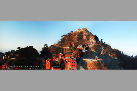 武当山是著名的山岳风景旅游胜地