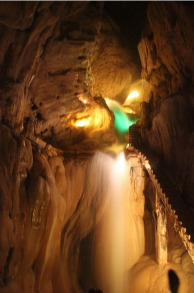 奇幻的溶洞景观。(图/水天 新浪博客)