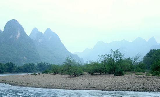 转弯后的漓江风光-镜头下的漓江 感叹天工造物之美高清图片