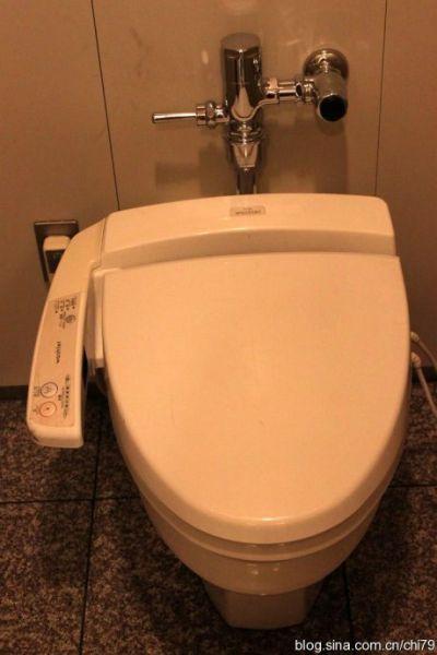 揭秘日本厕所文化坐上舒适的电脑马桶犹如回家