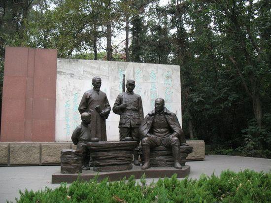 黄山山顶的陈毅元帅诗碑