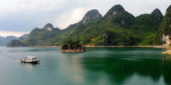 大龙湖风光(图/库尔勒旅游 新浪博客)