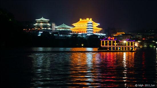 柳州文庙夜景金碧辉煌(图/国华视觉 新浪博客)