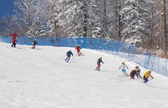 滑雪场 图片:《中国城市旅游》