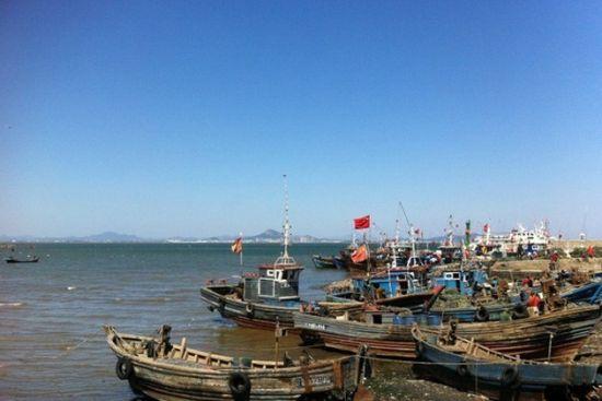 岛南端有张家山岛和杨家山岛,北端还有状如磨盘的 磨盘山岛.