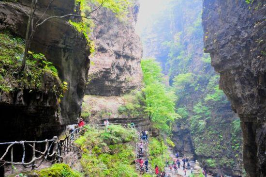 新浪旅游配图:峡谷中的野三坡 摄影:小雷旅行