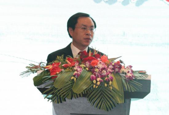 宜兴市人民政府副市长尹志华致辞