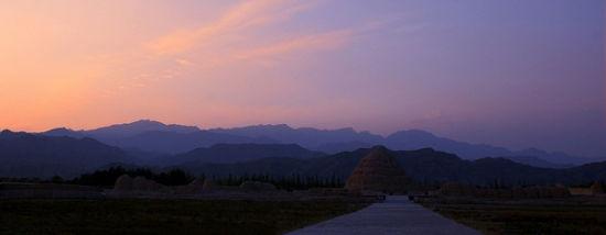 夕阳中的西夏王陵李元昊最后的尘土归宿
