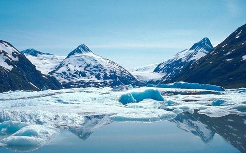 达古冰山上那最纯净的冰川泉水