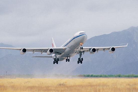 拉萨贡嘎国际机场飞机起飞