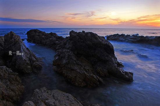 海山奇观风景区以其奇特秀丽的海景,山景和石景号称珠崖第一山水名胜.